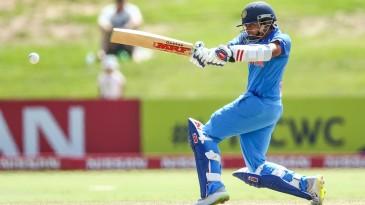 Prithvi Shaw unfurls a pull