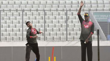 Mustafizur Rahman bowls in the presence of Courtney Walsh