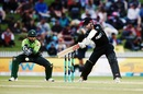 Kane Williamson cuts, New Zealand v Pakistan, 4th ODI, Hamilton, January 16, 2018