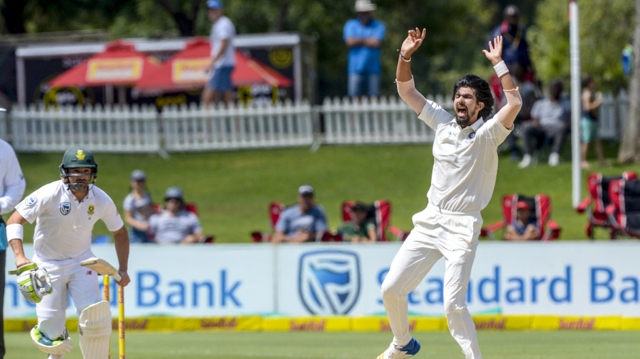 Ishant Sharma unsuccessfully appeals for the wicket of Dean Elgar