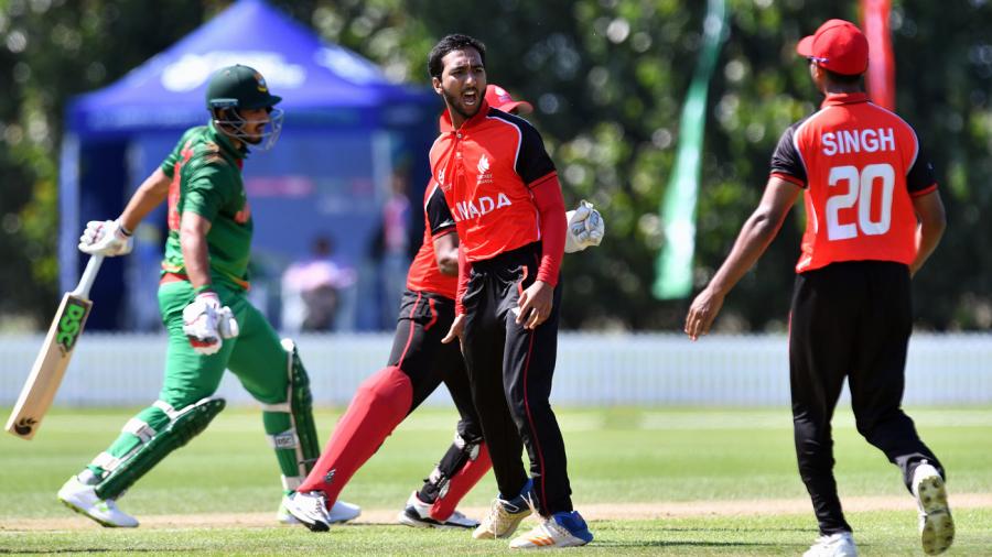 Faisal Jamkhandi celebrates a wicket