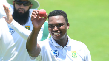Lungi Ngidi holds up the ball