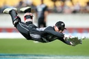 Glenn Phillips makes a valiant attempt at a difficult catch, New Zealand v Pakistan, 1st T20I, Wellington, January 22, 2018
