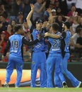 Ben Laughlin and Jake Weatherald combined to take an astonishing catch, Melbourne Renegades v Adelaide Strikers, BBL 2017-18, Melbourne, January 22, 2018