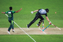 A direct-hit from Haris Sohail runs out Tom Bruce, New Zealand v Pakistan, 2nd T20I, Auckland