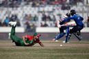Mashrafe Mortaza dives to stop the ball, Bangladesh v Sri Lanka, Tri-Nation Series, final, Mirpur, January 27, 2018