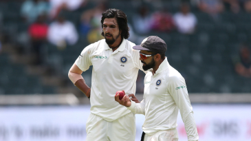 Virat Kohli has a chat with Ishant Sharma