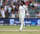Ishant Sharma is congratulated by his team-mates upon picking up a wicket, South Africa v India, 3rd Test, Johannesburg, 4th day, January 27, 2018