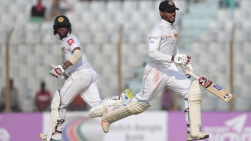Kusal Mendis and Dhananjaya de Silva run between the wickets