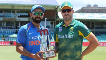 Virat Kohli and Faf du Plessis with the series trophy