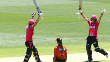 Ashleigh Gardner celebrates after Ellyse Perry hit the winning runs