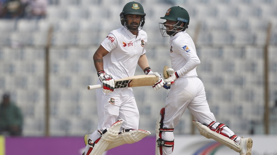 Liton Das and Mahmudullah run between the wickets