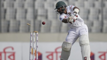 Liton Das is bowled by Suranga Lakmal