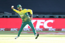 Reeza Hendricks shapes to throw the ball, South Africa v India, 3rd T20I, Cape Town, February 24, 2018