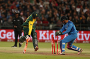 MS Dhoni tries to run Heinrich Klaasen out, South Africa v India, 3rd T20I, Cape Town, February 24, 2018