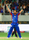 Shahid Afridi goes through his trademark celebratory routine, Peshawar Zalmi v Karachi Kings, PSL 2018, Dubai, February 25, 2018