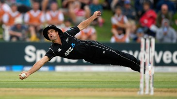 Colin de Grandhomme took a stunning one-handed catch to dismiss Joe Root