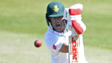 AB de Villiers stood firm as wickets fell