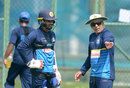 Chandika Hathurusingha talks to Dhananjaya de Silva in training, Colombo, March 5, 2018