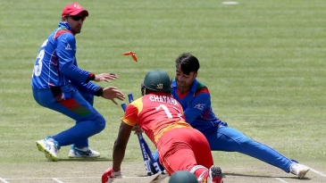 Rashid Khan caught Tendai Chatara short of his ground