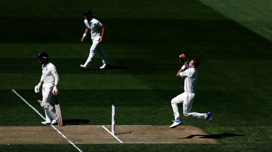 Tim Southee runs in with the pink ball