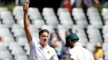 Morne Morkel removed Steven Smith in the third over after lunch