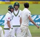Pat Cummins and AB de Villiers have a chatter between overs, South Africa v Australia, 3rd Test, Cape Town, 3rd day, March 24, 2018