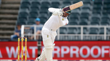 Quinton de Kock punches down the ground