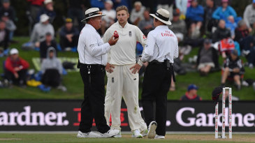 Joe Root discusses the light with the umpires