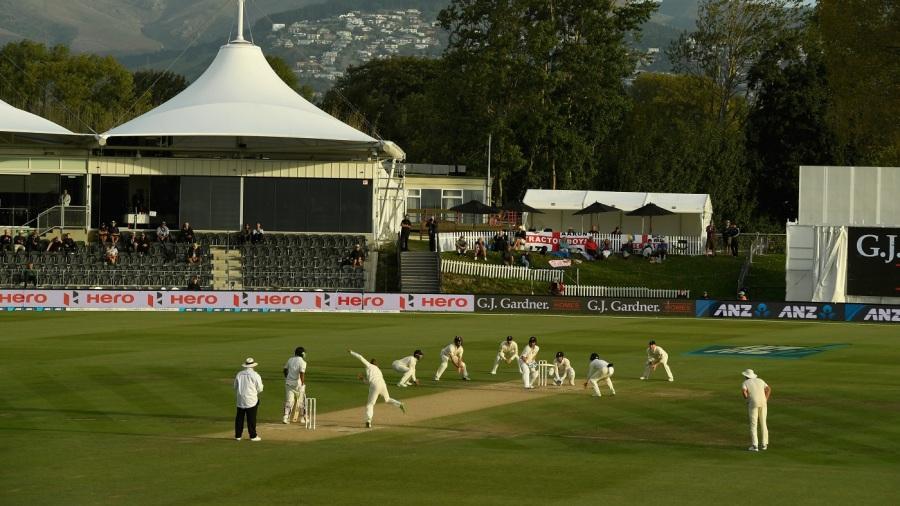 England's fielders close in as they desperately seek a wicket