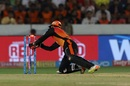 Wriddhiman Saha breaks the stumps to effect a run out, Sunrisers Hyderabad v Rajasthan Royals, IPL 2018, Hyderabad, April 9, 2018