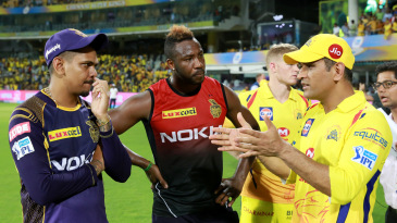 MS Dhoni has a discussion with Andre Russell and Sunil Narine