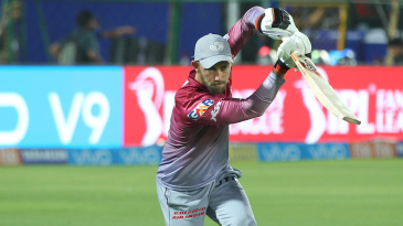 Glenn Maxwell warms up ahead of the game