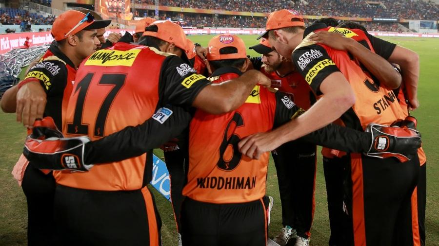 Sunrisers Hyderabad players gather into a huddle