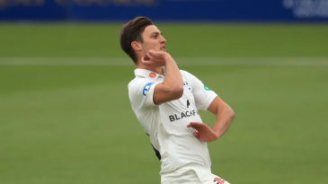 Ed Barnard bowls for Worcestershire