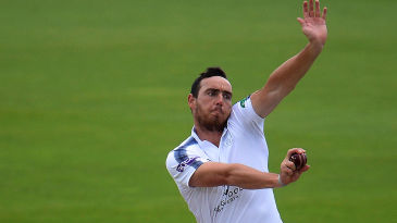 Kyle Abbott bowls for Hampshire