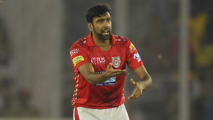 R Ashwin rushes to his team-mates to ask for a review