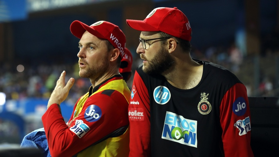 Brendon McCullum and Daniel Vettori chat in the Bangalore dug-out
