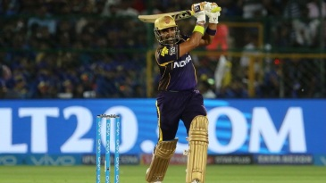 Robin Uthappa belts one over the bowler's head