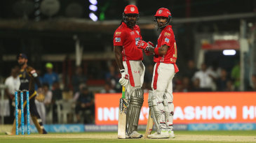 Chris Gayle and KL Rahul have a chat pitch side