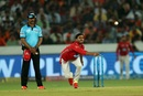 Manoj Tiwary in his bowling stride, Sunrisers Hyderabad v Kings XI Punjab, IPL 2018, Hyderabad, April 26, 2018