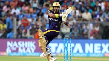 Robin Uthappa swivels around with a pull