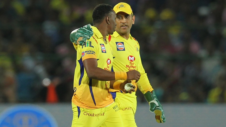 MS Dhoni has a word with Dwayne Bravo