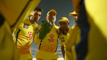 MS Dhoni leads yet another team talk