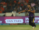Javon Searles has a shy at the stumps, Sunrisers Hyderabad v Kolkata Knight Riders, IPL, Hyderabad, May 19, 2018