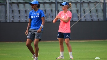 Supernovas captain Harmanpreet Kaur trains with team-mate Danielle Wyatt