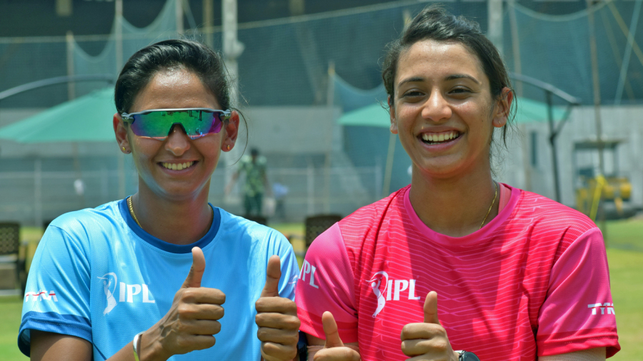 Harmanpreet Kaur and Smriti Mandhana pose for the cameras