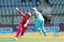 Alyssa Healy stretches herself to the maximum, Supernovas v Trailblazers, Women's T20 Challenge, Mumbai, May 22, 2018