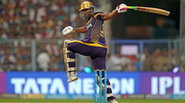 Andre Russell loses his grip while pulling one away