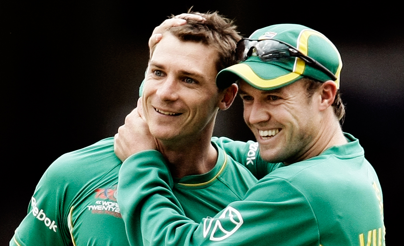 AB de Villiers and Dale Steyn celebrate a wicket
